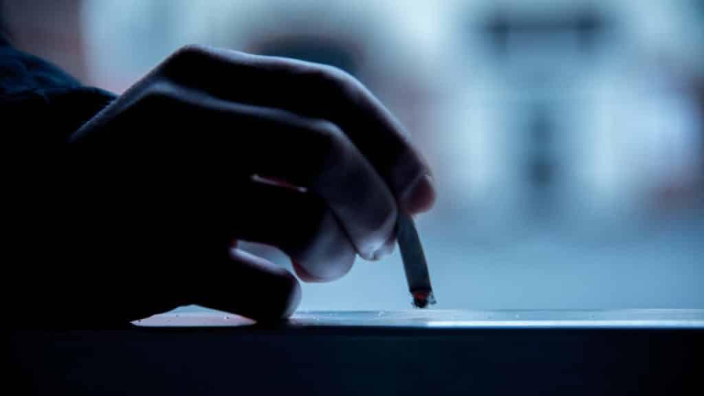 Die Mediengestalter Bild und Ton in einem Filmprojekt, Zigarette ausdrücken